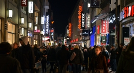 I swear that every resident in Köln was out walking through the streets every night. That and drinking Glühwein or Kölsch.
